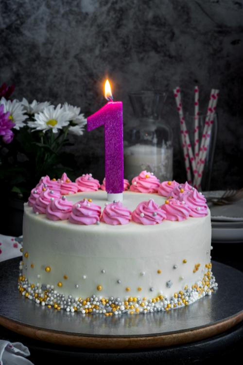торта с бяло брашно и розов крем